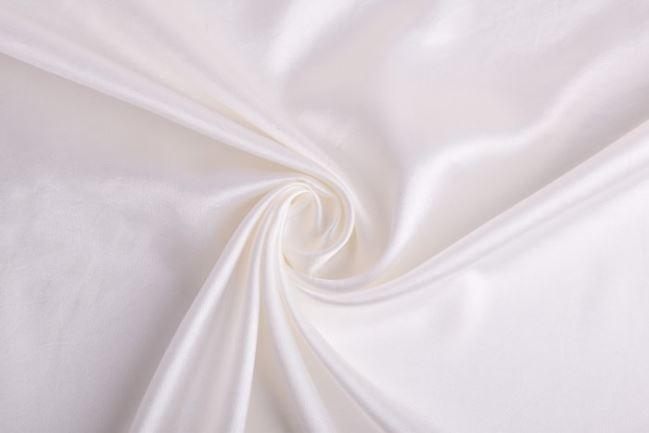 Ślubna satyna w kolorze kremowym 0141/025