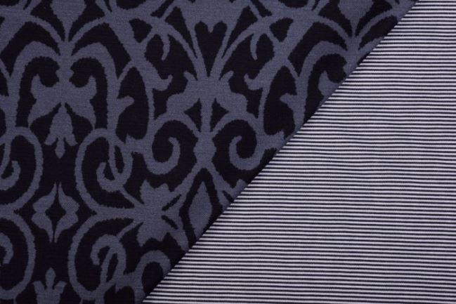 Dwustronna ciepła dzianina ze wzorem ornamentów 3101/068